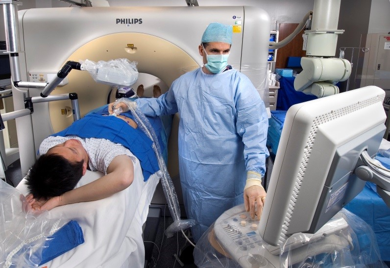 أستاذ أشعة بطب عين شمس: علاج أورام العظام الحميدة بـ«التردد الحراري» هو الأول في العالم